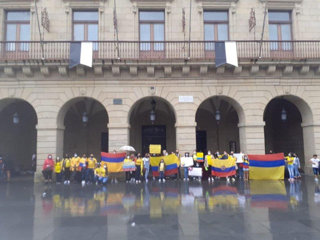 Concentracion denuncia represión Colombia