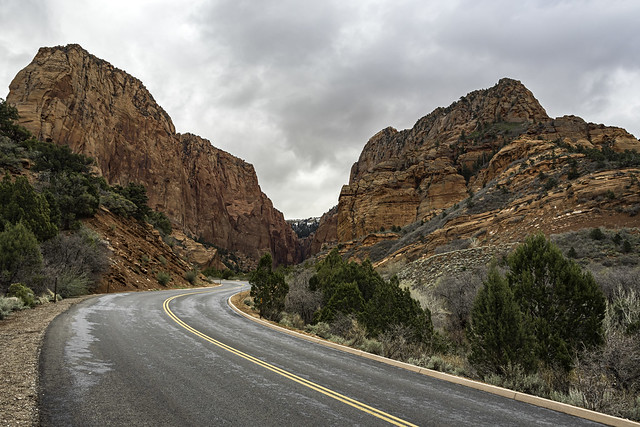E. Kolob Canyon Rd. leads into the valley between Paria Point and Beatty Point