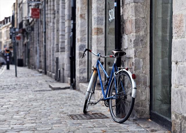 The old blue bike
