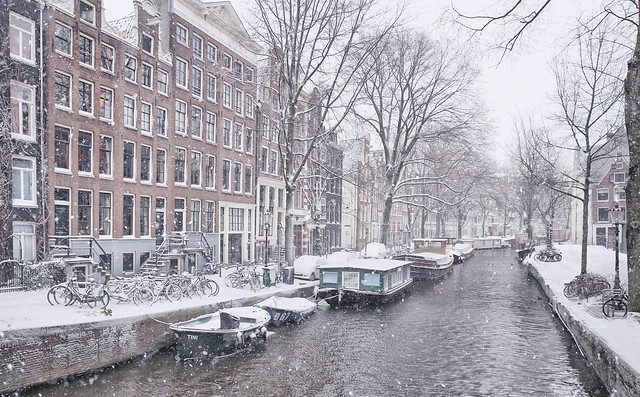 Much photographed Raamgracht in the heart of Amsterdam now in wintertime