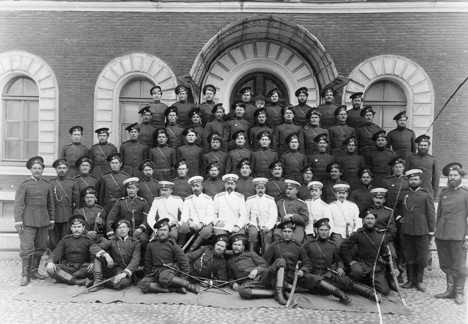 1914. Группа казаков и офицеров 4-ой Приамурской сотни лейб-гвардии Сводно-Казачьего полка