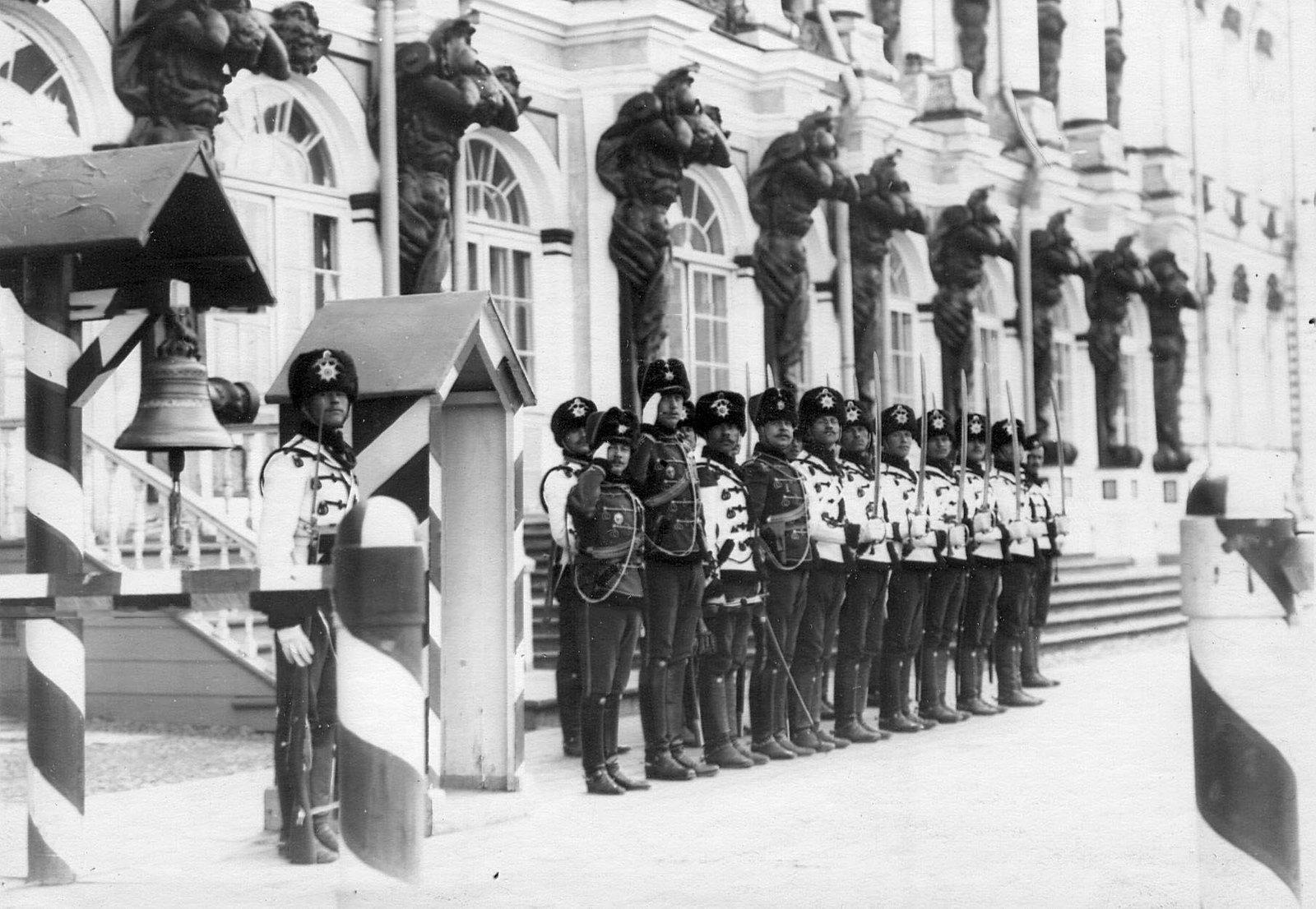 1913. Дворцовый караул лейб-гвардии Гусарского Его Величества полка