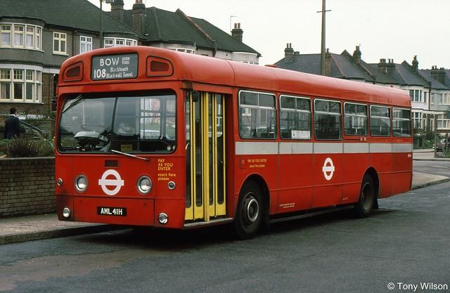 AML41H London Transport SM41