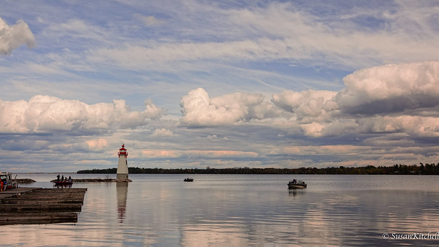 Reflections - Jackson's Point Harbour. Le phare.