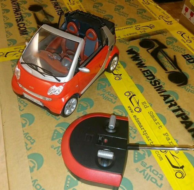 Dickie R/C Smart ForTwo Cabrio - Red 1:12 Scale