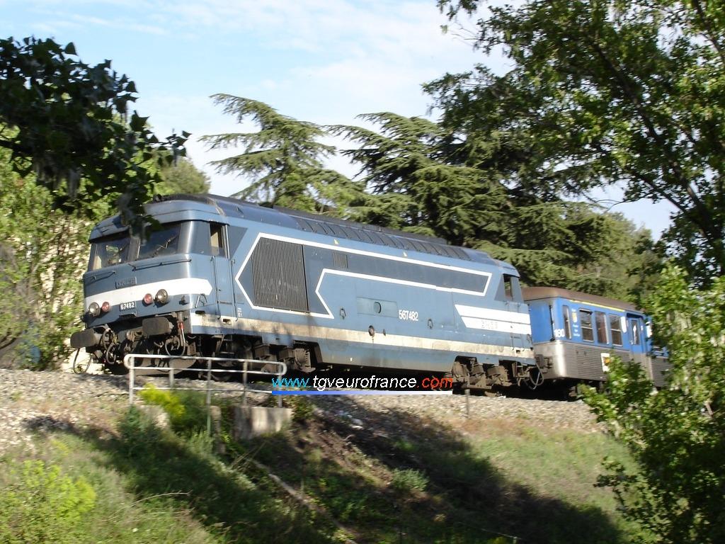 La locomotive BB 67482 SNCF en tête de la rame RIO 180