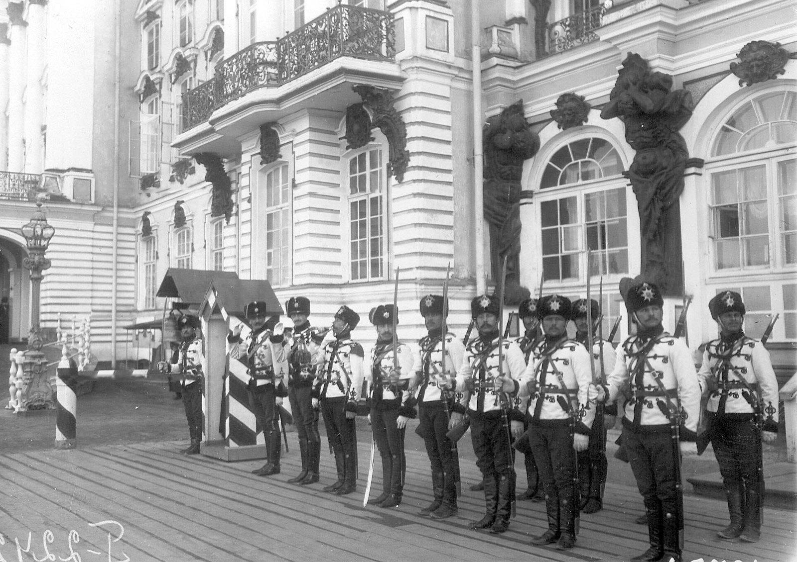 1905. Развод караула лейб-гвардии Гусарского Его Величества полка