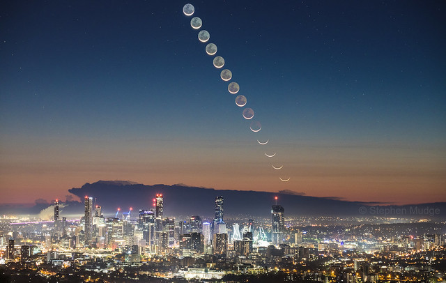 Moonrise over Brisbane City