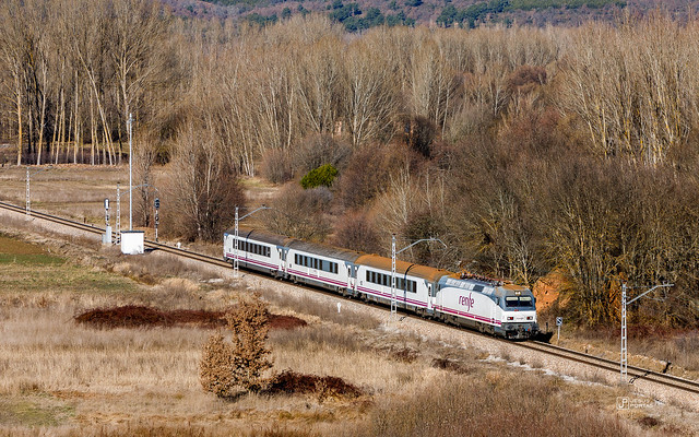 Renfe 252-044-3. Intercity 280 Galicia - País Vasco.