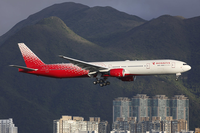 EI-UNN, Boeing 777-300, Rossiya, Hong Kong