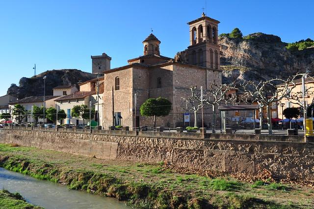 Rio Jalón, église de la Nativité de la Vierge (XVIIe) et château (XIIe), Alhama de Aragón, communauté de Calatayud, province de Saragosse, Aragon, Espagne.