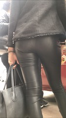 SEXY LEATHER LEGGINGS
