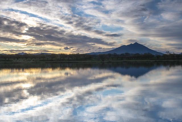 日の出を待つ/筑波山