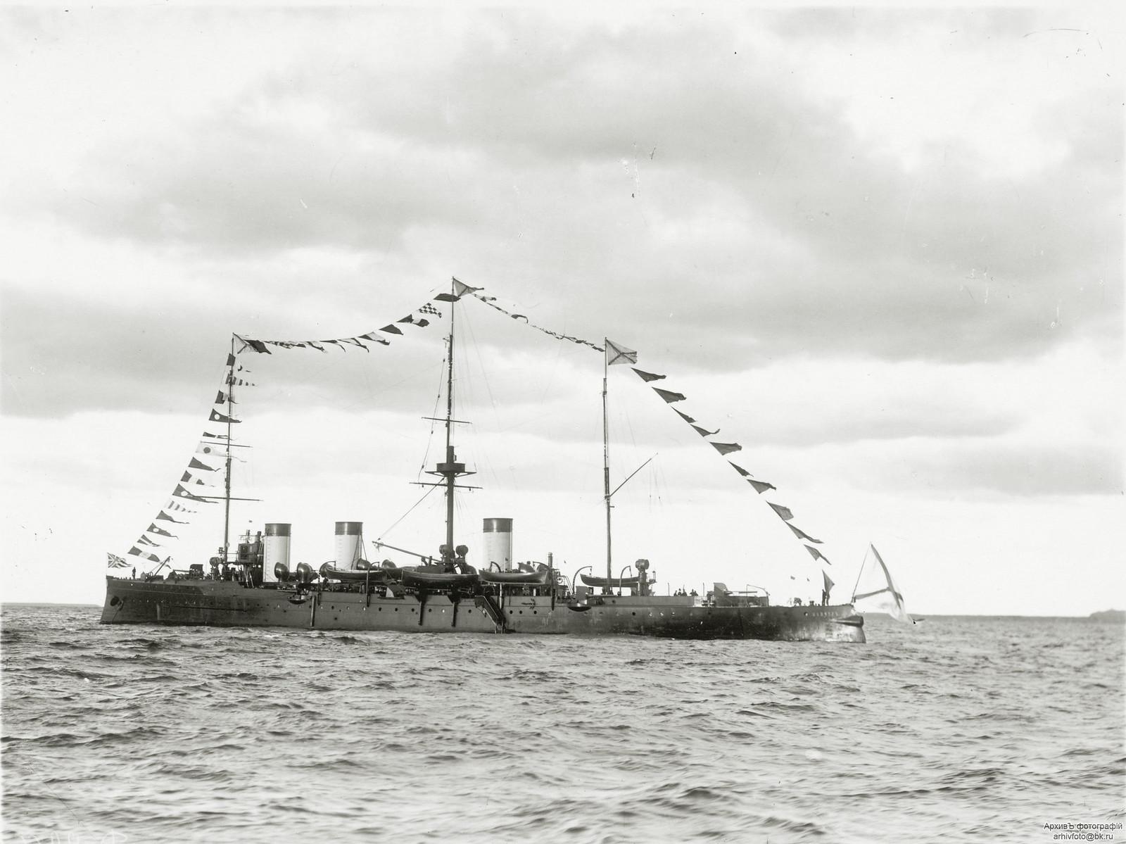 1904. Бронепалубный крейсер II-го ранга «Жемчуг». в Кронштадте