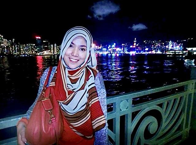 Photo 4 - Shila Amzah infont of HK Skyline