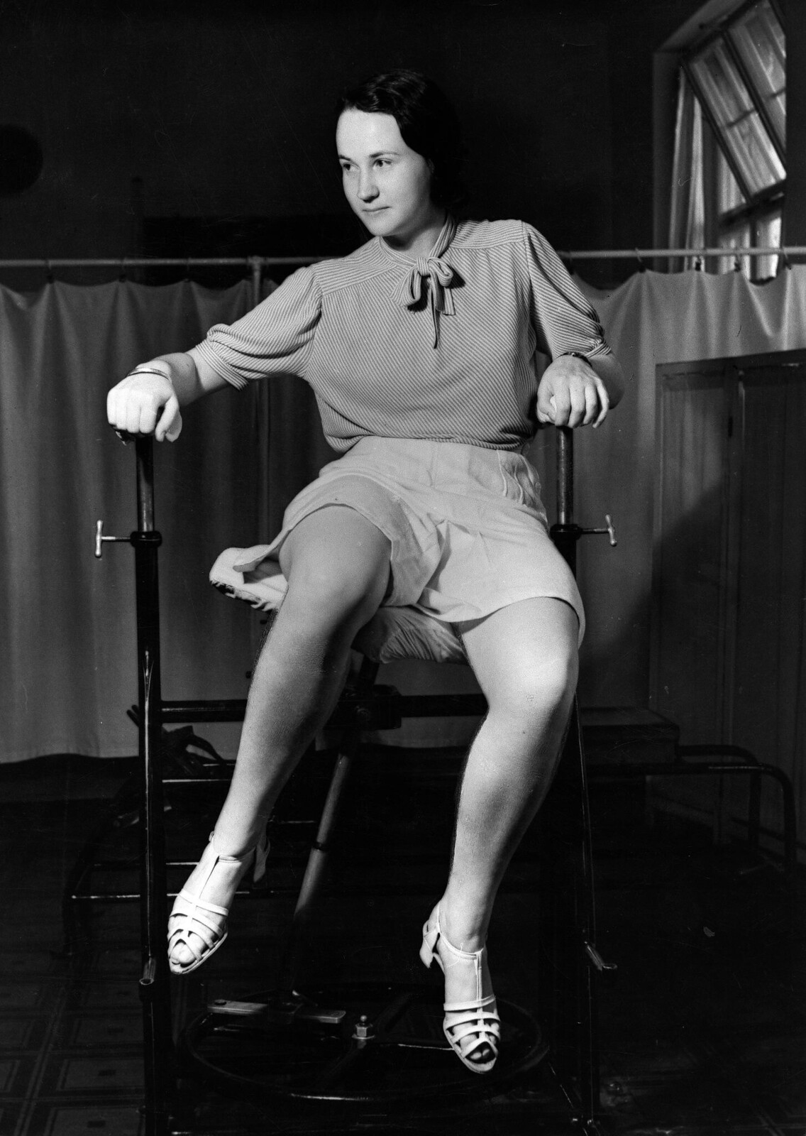 10. Женщина на тренажере для похудения