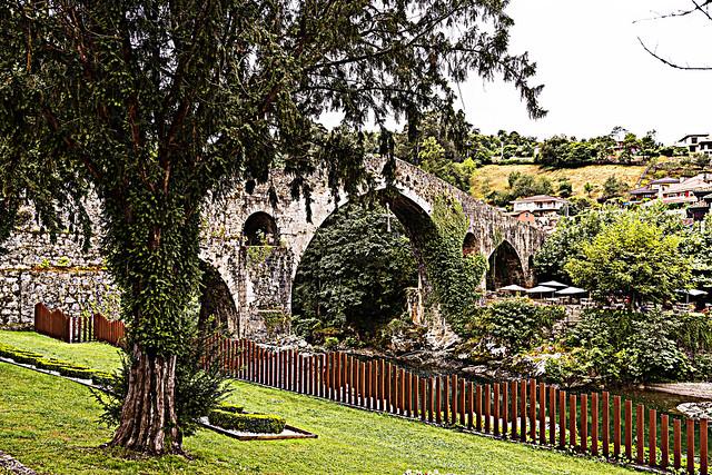 Roman bridge. Cangues d'Onís. Principáu d'Asturies