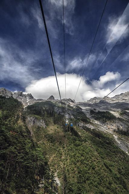 Cable car to Jade Dragon Snow Mountain