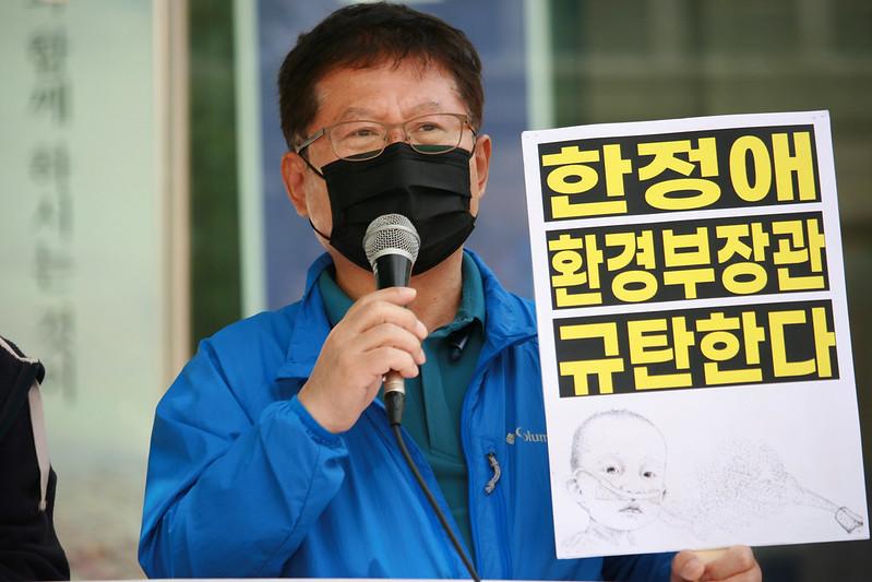 신세계 이마트가 판 이플러스 가습기살균제 사용 피해 유족 김태종 씨. 김 씨의 부인 故 박영숙 씨는 13년간 투병하다가 지난해 8월 10일에 세상을 떠났습니다. 사진=가습기살균제참사전국네트워크