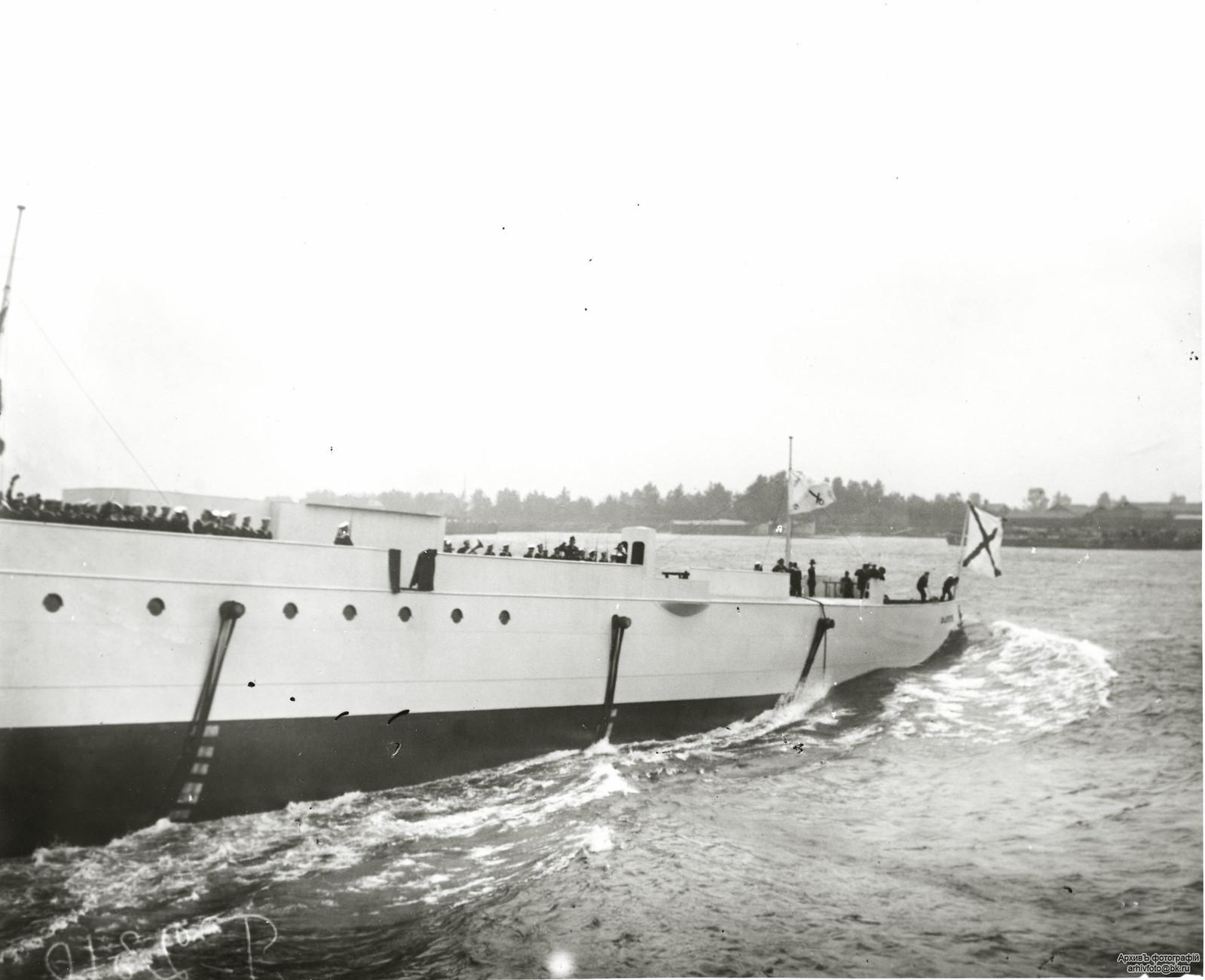 1903. Спуск на воду бронепалубный крейсер II-го ранга «Жемчуг».14 августа