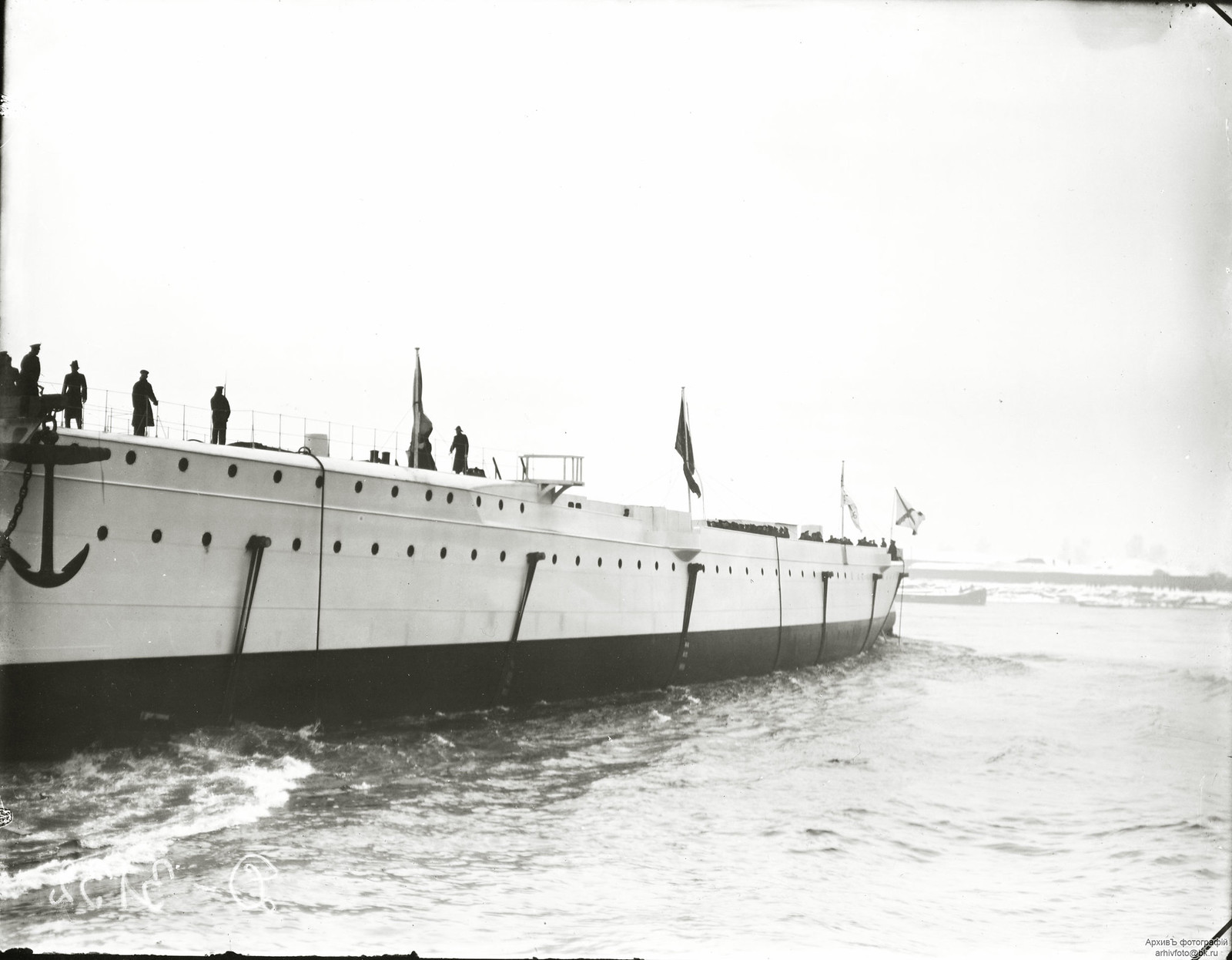 1903. Спуск на воду бронепалубный крейсер II-го ранга «Жемчуг».14 августа.
