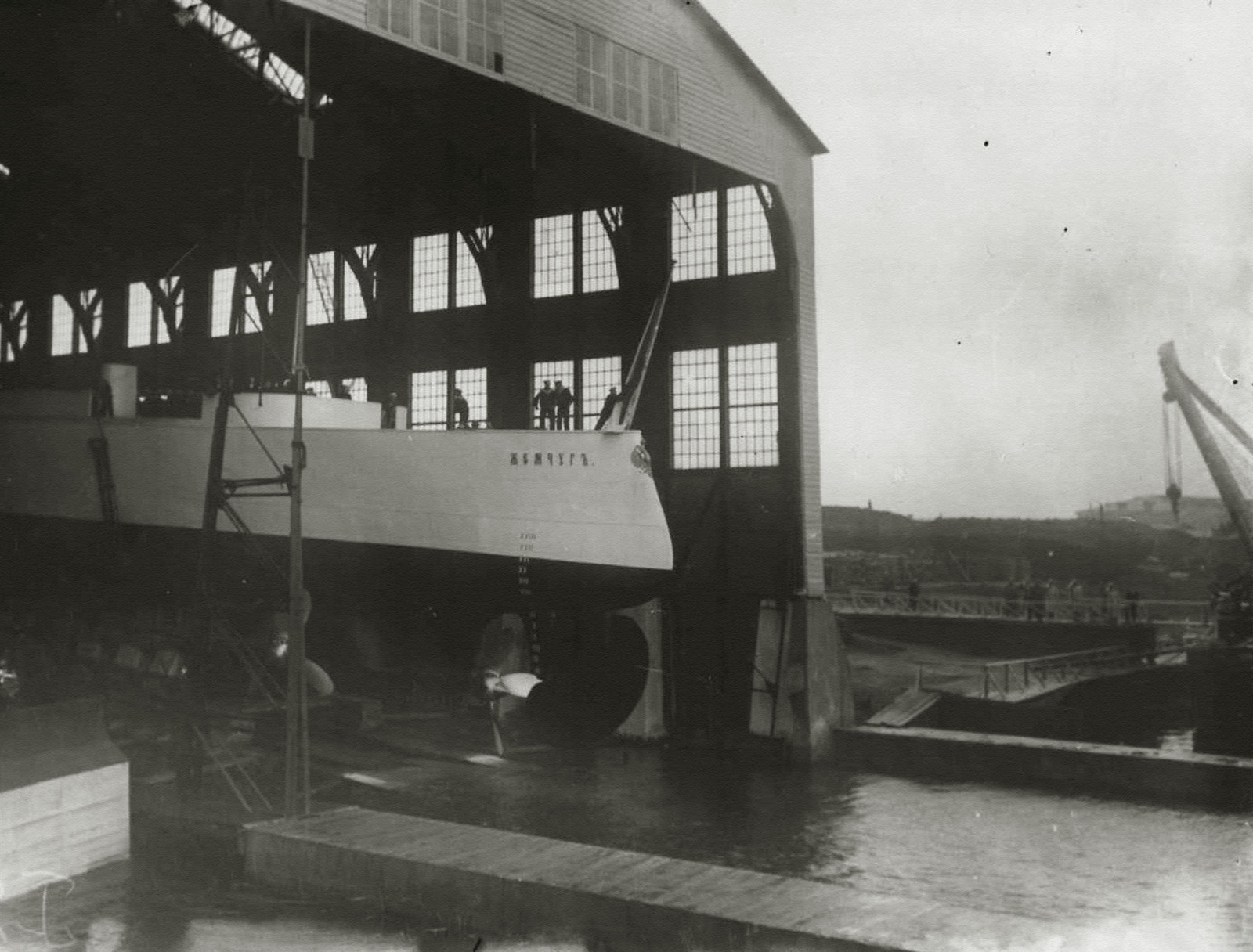 1903. Спуск на воду бронепалубный крейсер II-го ранга «Жемчуг».