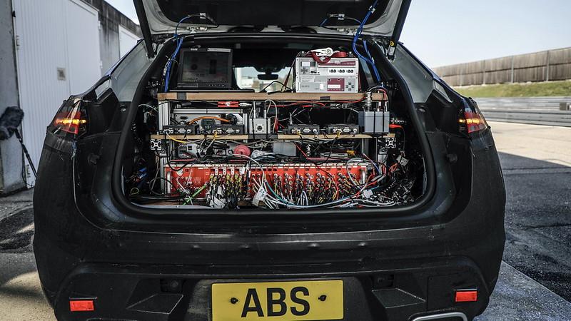 Porsche-Macan-EV (2)