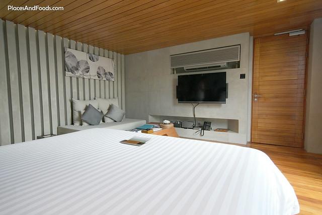 casa de la flora bed room