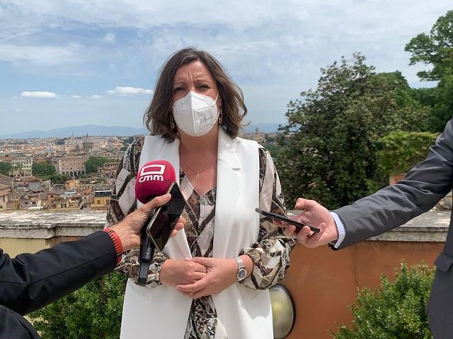 El presidente de Castilla-La Mancha se reúne en Roma con el embajador de España en Italia y con varios empresarios