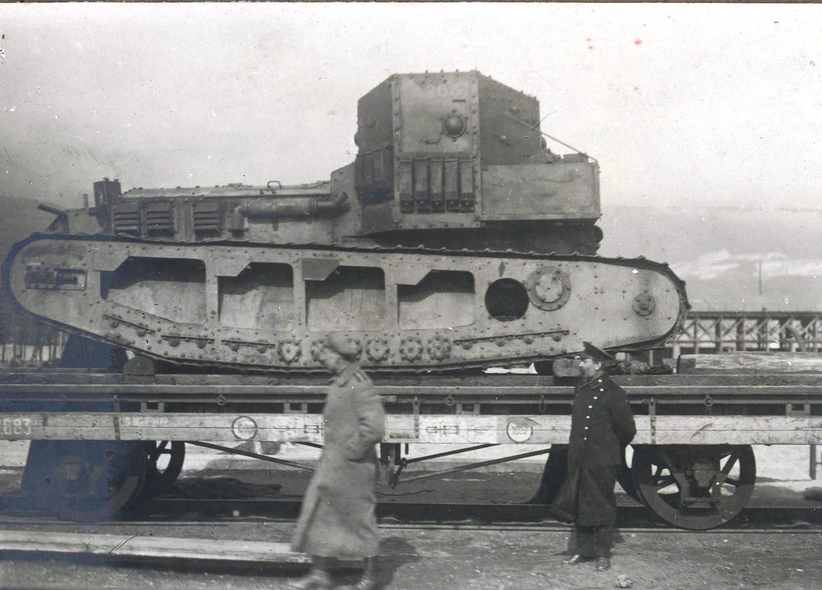 313. 1919. Отправка танков Mk-V и «Уиппет» по железной дороге из Екатеринодара на Царицынский фронт