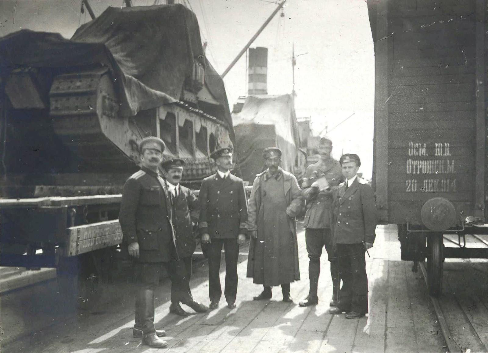 311. 1919. Английские танки в порту Новороссийска