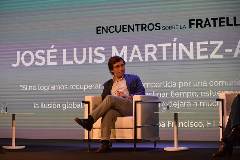 El alcalde José Luis Martínez Almeida dialoga sobre la Fratelli Tutti en la Fundación Pablo VI