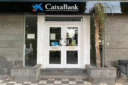 Logotipo de Caixabank en la oficina de Agüimes casco