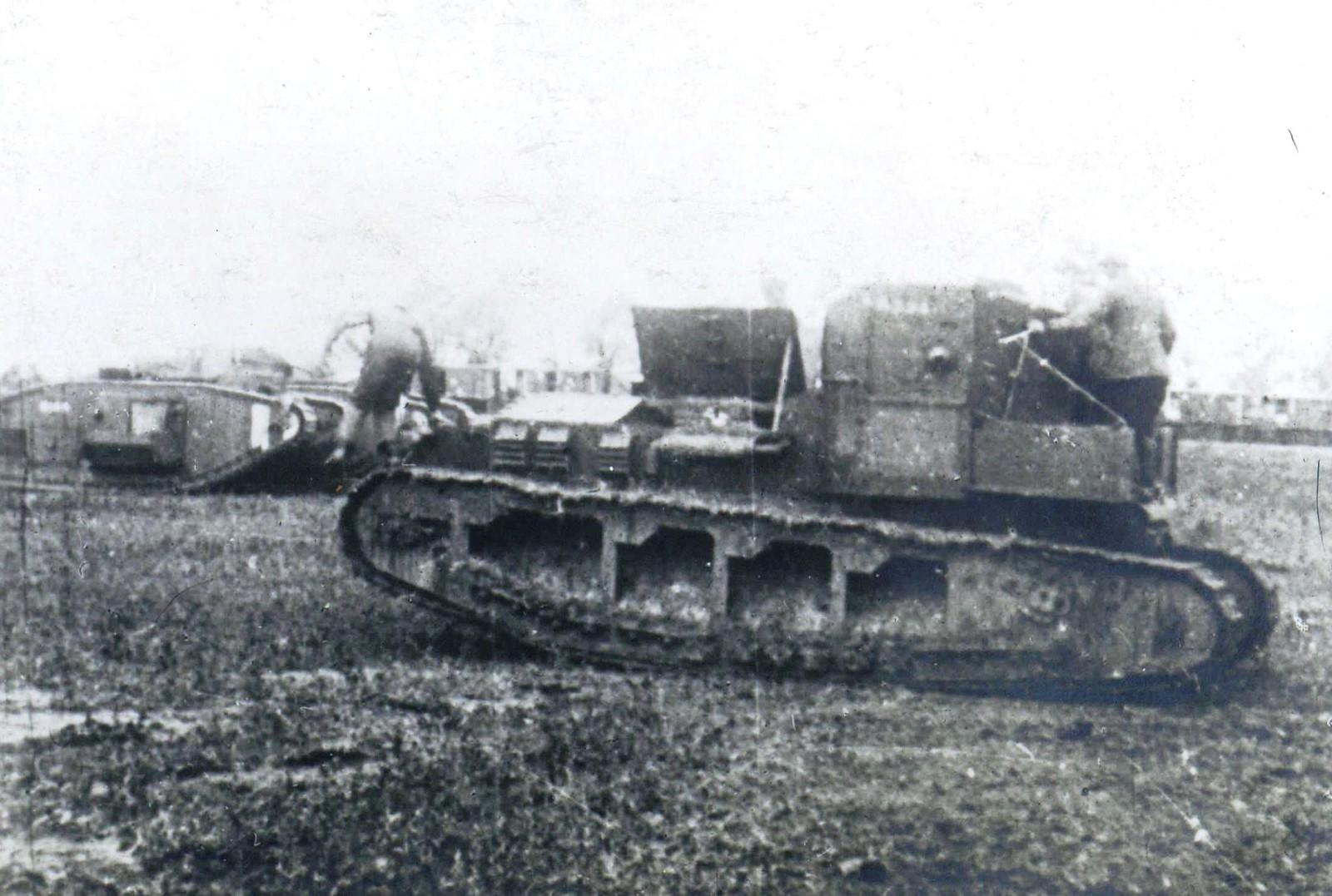 324. 1919. Екатеринодар. Танки МК-А «Уиппет» и MK-V в «Школе английских танков»