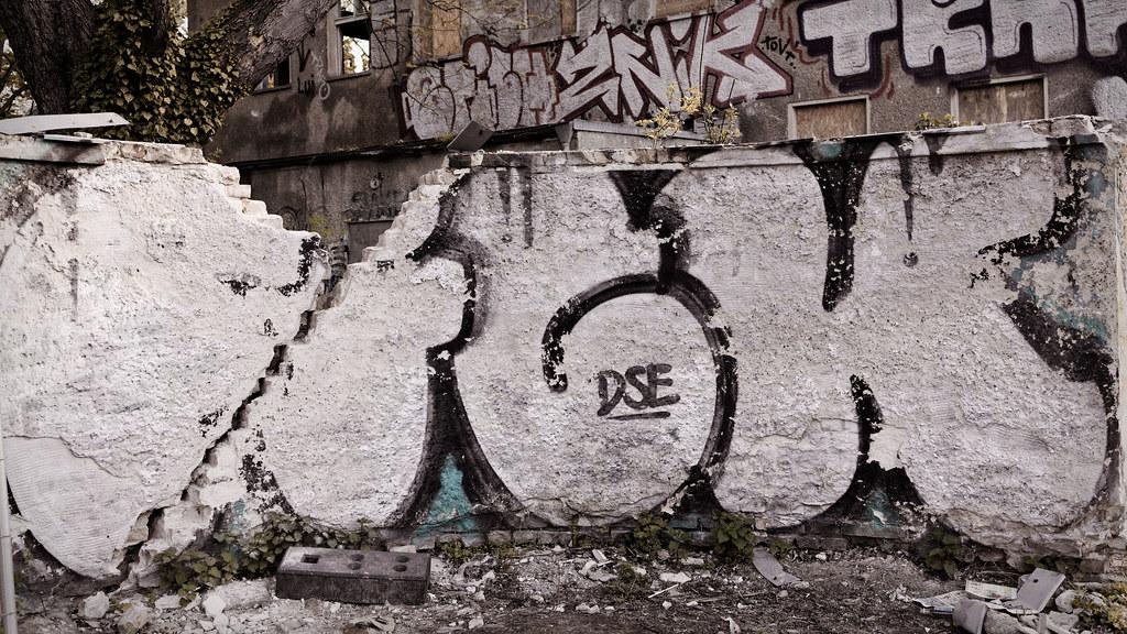 Die Mauer mit Mutz zur Lücke