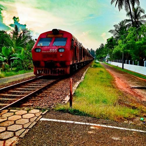 Train coming at Hikkaduwa
