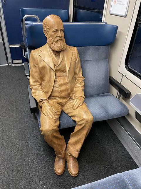 Auch Alfred Escher sitzt im Zug