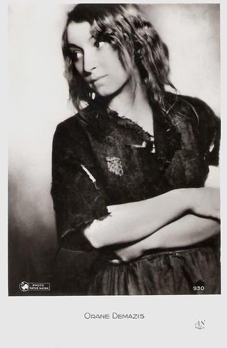Orane Demazis in Les Misérables (1934)