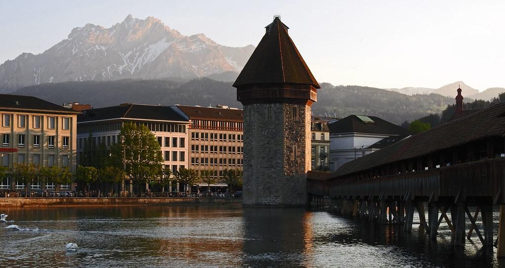 Kapellbrücke Luzern mit Pilatus im Hintergrund