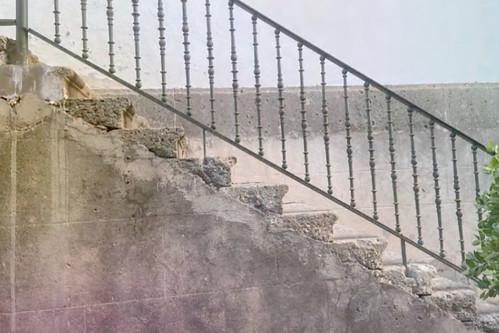 Estado que presenta la escalera lateral de la Iglesia de San Sebastián de Agüimes