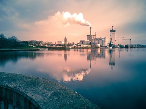sunset bremen weser kraftwerk reflection pink blue weserwehr
