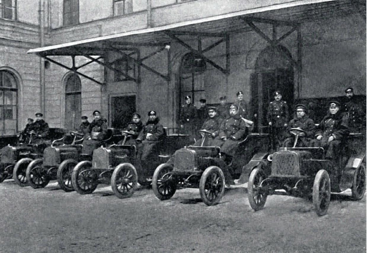 1906. Охрана петербургского почтамта