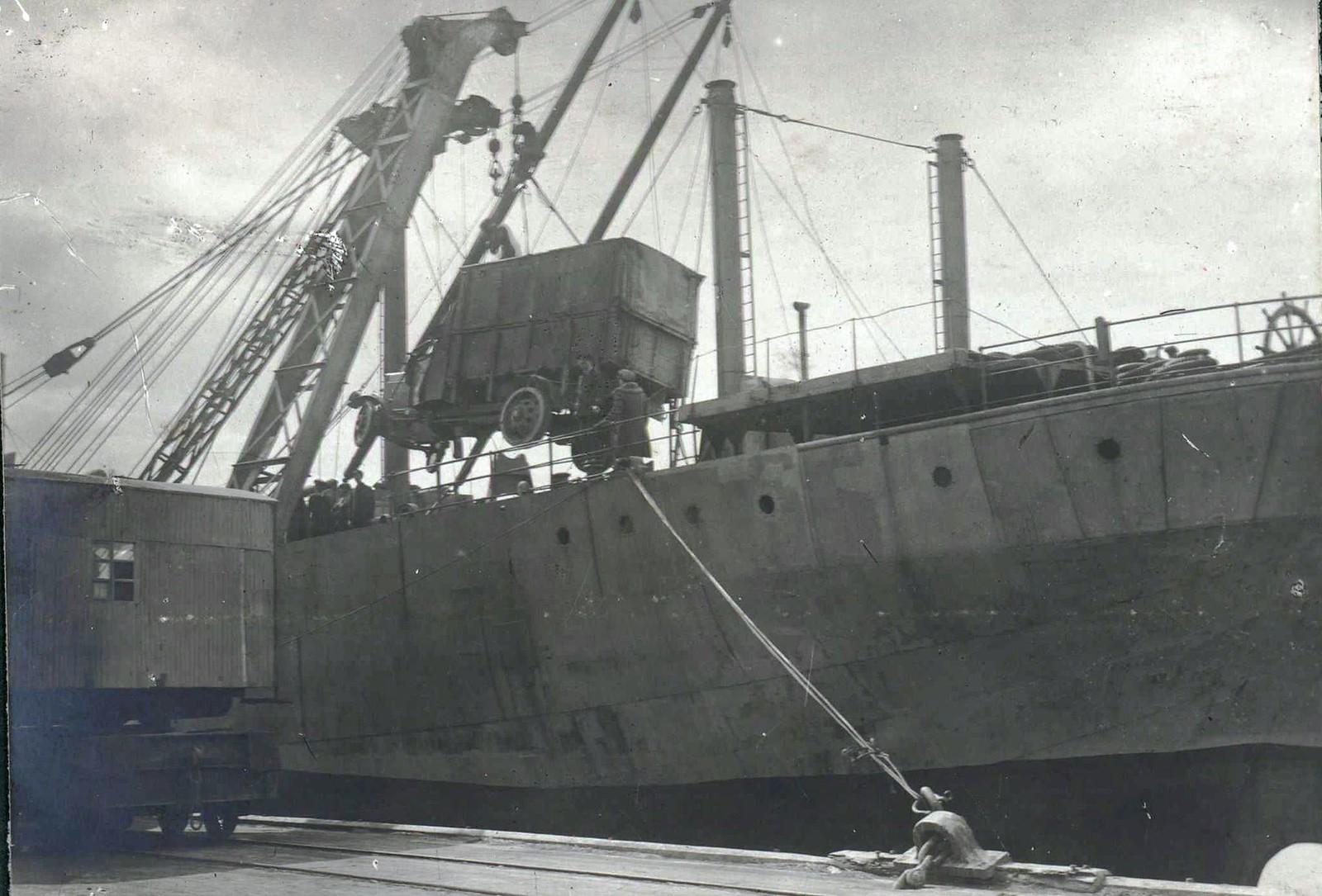 305.1919. Выгрузка английских танков в порту Новороссийска
