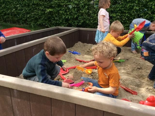 1kk & P. Spelen in de zandbak