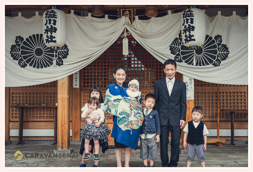 愛知県尾張旭市の渋川神社へ初宮参り 家族写真