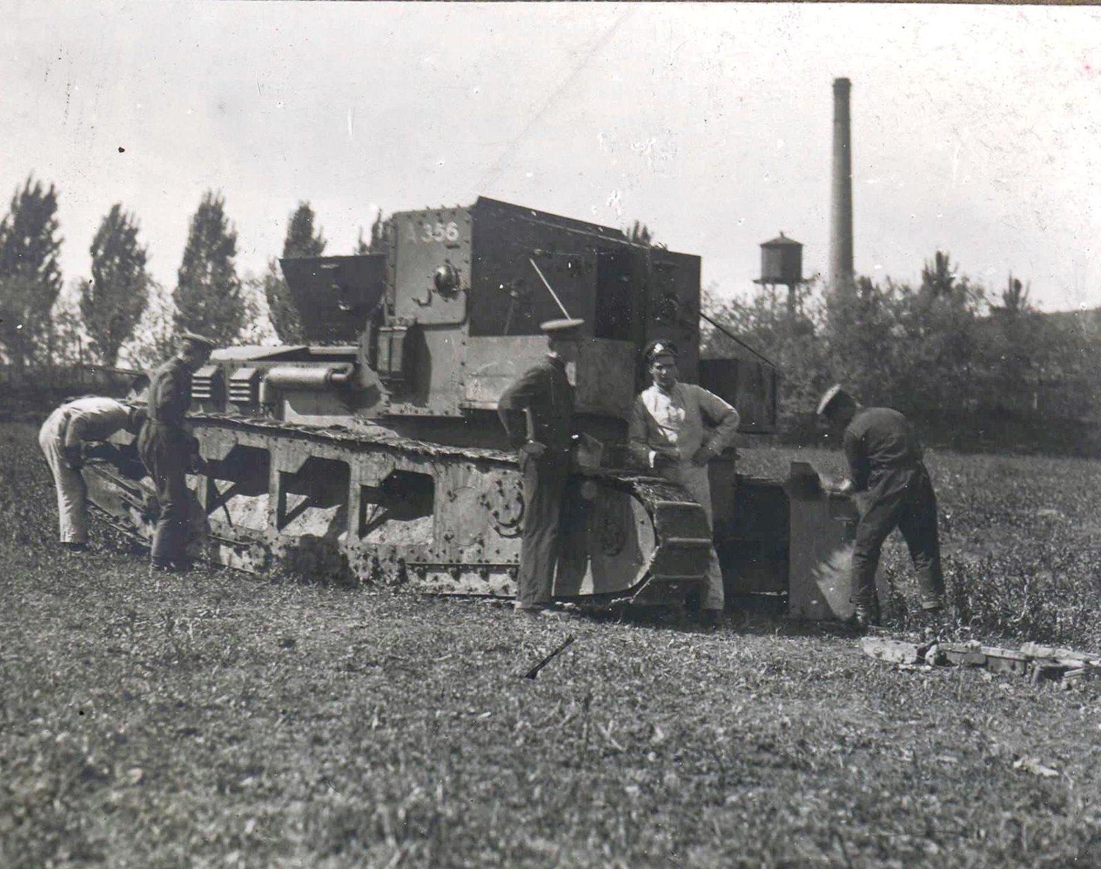 315 1919. Изучение материальной части танка в «Школе английских танков». Таганрог