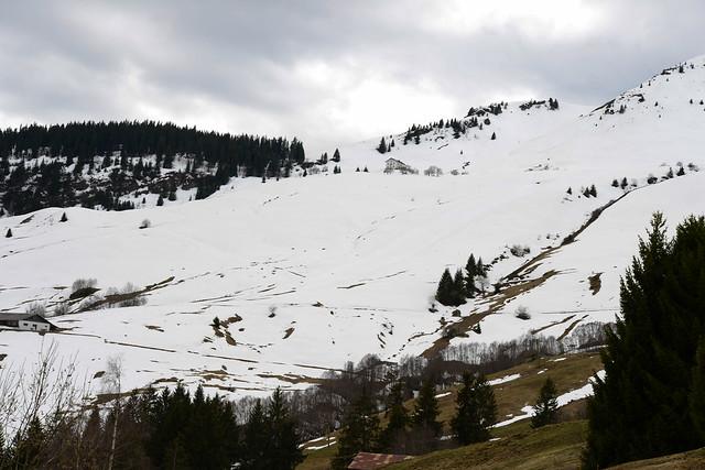 Rund um den Bündner Rigi ist der Frühling noch nicht angekommen.