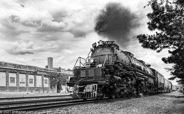 UP 4014 Westbound in Wheaton, Illinois (Redux)