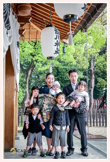 愛知県尾張旭市の渋川神社へお宮参り 家族の写真