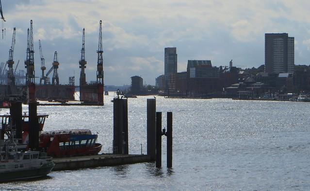 Contre-jour sur l'Elbe et le port,  Neustadt, Hamburg-Mitte, Hambourg, Allemagne.